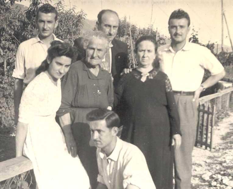 Immagini di famiglia antiche for Foto di case antiche