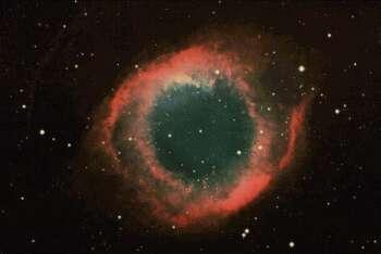 Esempio di Nebulosa Planetaria. Si possono vedere i gas emessi dalla stella centrale a grande distanza